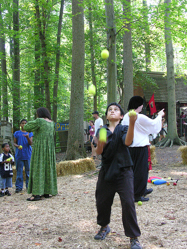 md faire juggling renaissance rennfest revelersgrove (Photo: chrisbb@prodigy.net on Flickr)