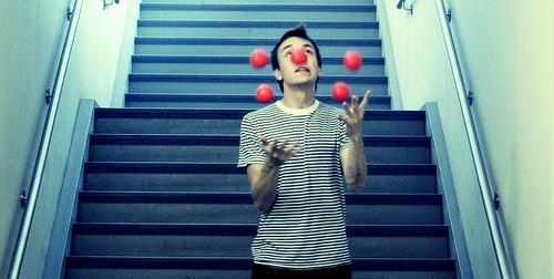 juggling (Photo: Gabriel Rojas Hruska on Flickr)
