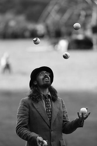 street bw art streetperformer juggle streetperformance... (Photo: Alexandre Dulaunoy on Flickr)