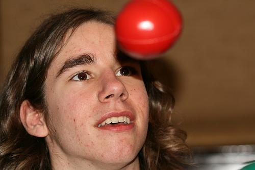 2005 longhair juggling (Photo: emsenn on Flickr)